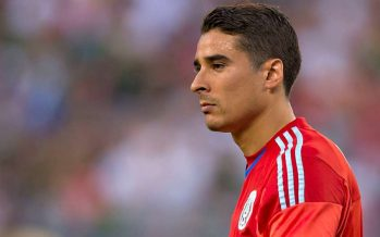 Memo Ochoa figura como el portero más goleado de Europa