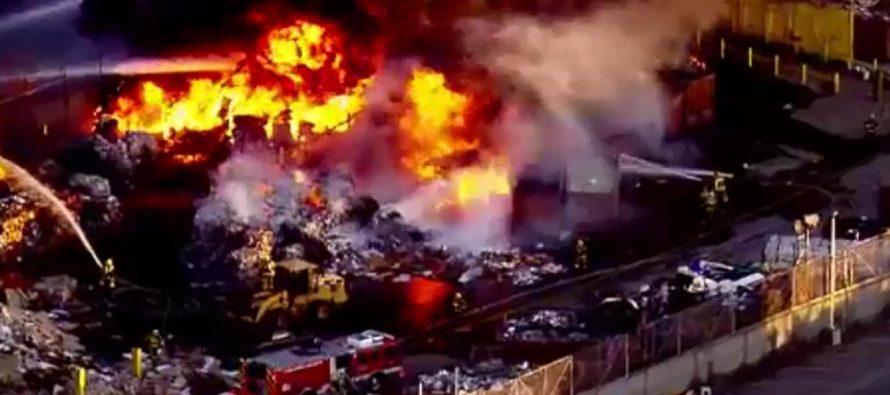 Incendio consume centro de reciclaje en California; no se reportan heridos