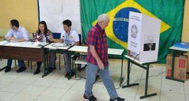 Con abstenciones, votos blancos y nulos pueblo de Brasil castiga a políticos