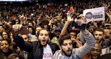 """Miles protestan en ciudades de EU contra Trump; """"No es mi presidente"""", gritan"""