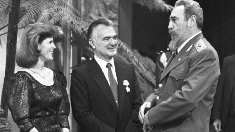 Fidel Castro con el ex mandatario de México, Miguel de la Madrid, y su esposa