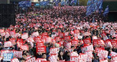Cientos de miles de surcoreanos marchan y piden renuncia de su presidenta Park