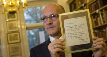 Poema de Ana Frank se vende en 140 mil euros en subasta en Holanda