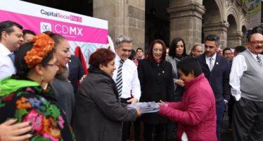 Inicia gobierno de la CDMX programa para que gente done ropa abrigadora a necesitados