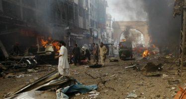 Mueren 43 personas en atentado contra santuario al sur de Pakistán
