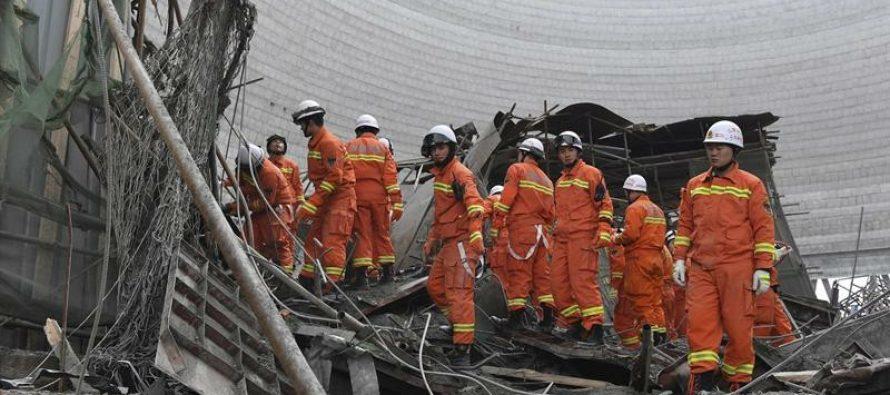 Derrumbe de central eléctrica en construcción causa al menos 67 muertos, en China