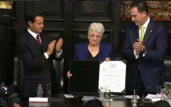 Entregan Medalla Belisario Domínguez a madre del héroe Gonzalo Rivas
