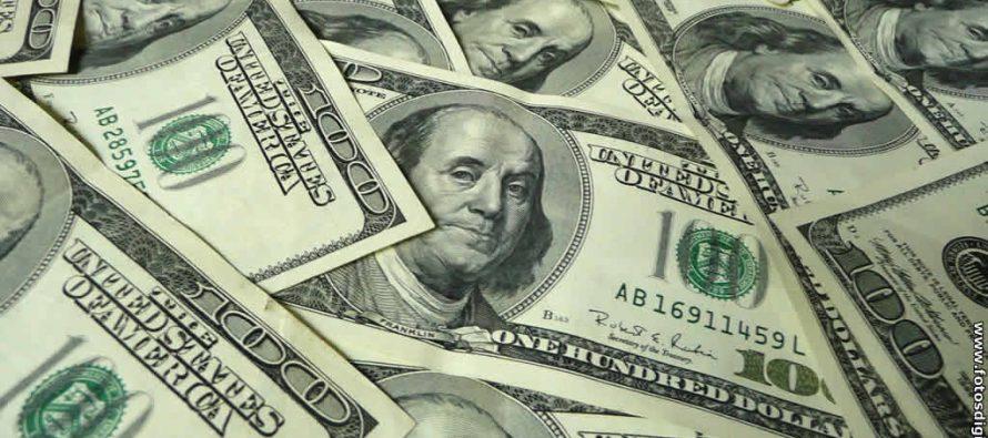 Dólar llega a los 21.15 pesos en bancos