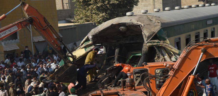 Choque de trenes causa 20 muertos y más de 50 heridos en Pakistán