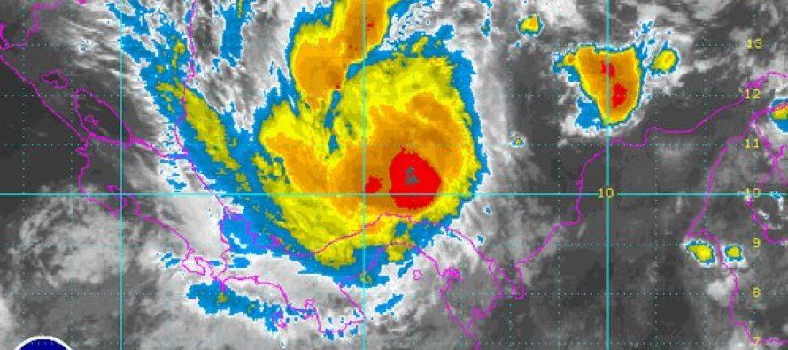 Otto se convierte en huracán y causa cuatro muertos a su paso por Panamá