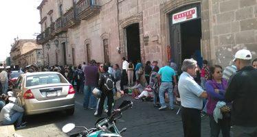 Gente de la CNTE boicotea entrega de 180 plazas a maestros; toman 16 alcaldías