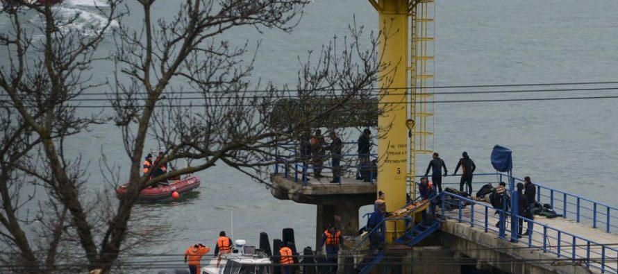 Autoridades rusas investigan las posibles causas de la caída del avión Tu-154