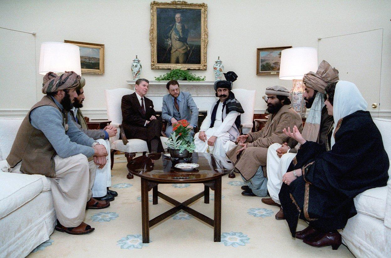 Reagan reunido con Al Quaeda en la Casa Blanca