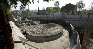 Encuentran templo prehispánico en excavaciones bajo un supermercado, en Tlatelolco