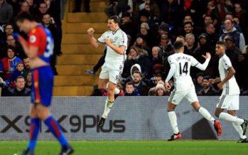 Manchester United saca difícil ventaja de 2 -1 al Crystal Palace
