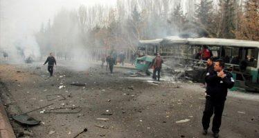 Al menos 13 soldados muertos causa coche bomba en Turquía