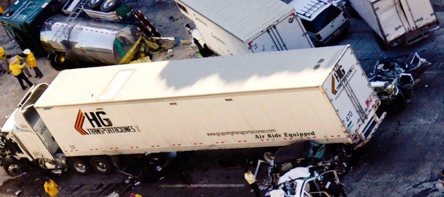 Carambola en la autopista México-Querétaro paraliza la entrada a la CDMX