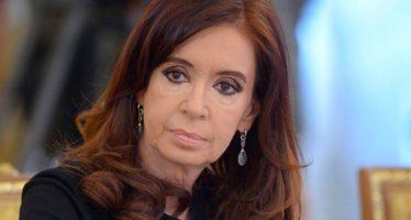 Juez ordena embargo por 10 mil millones de pesos a Cristina Fernández