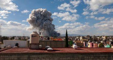 Explotan fuegos pirotécnicos en el mercado de San Pablito, en Tultepec