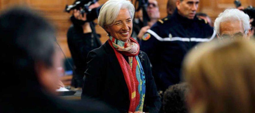 Lagarde es enjuiciada por negligencia en desvío de dinero; puede ir a la cárcel