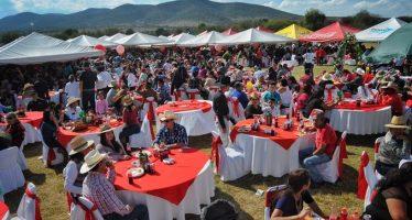 Enchiladas de mole para más de mil personas, en el banquete de los XV años de Rubí