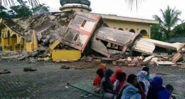 Van 18 muertos a causa de sismo de 6.5 grados en Indonesia