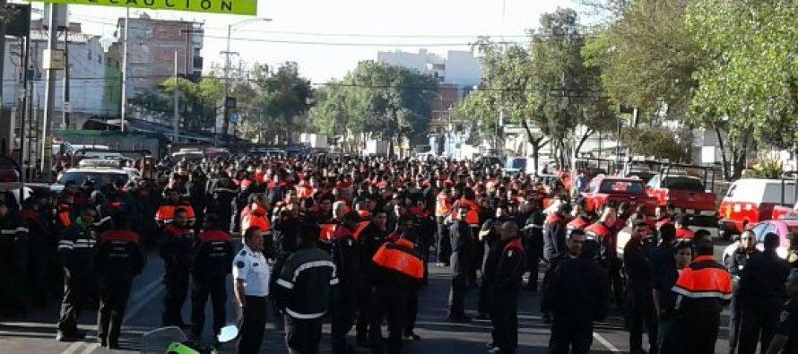 Bomberos de la CDMX protestan y piden que se les pague dinero que les adeudan