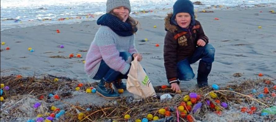 Isla de Langeoog amanece repleta de huevitos Kinder Sorpresa