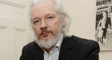 Hasta un niño de 14 años pudo haber 'hackeado' los correos de los Demócratas: Assange