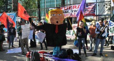 Cientos de manifestantes protestaron contra Trump frente a la embajada de EU en México