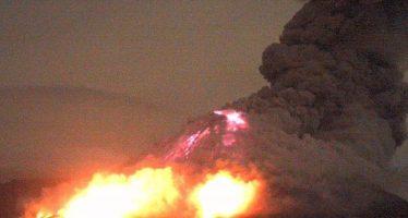 Sur de Jalisco registra caída de ceniza por explosión del volcán de Colima
