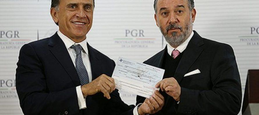 Recibe Yunes 171 millones 600 mil pesos de manos de la PGR; dinero desviado por Duarte