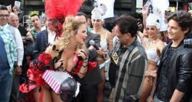 Aventurera toma por sorpresa a transeúntes de Paseo de la Reforma