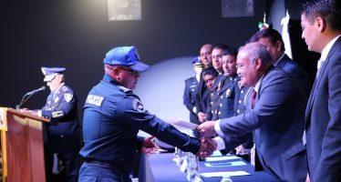Entregan incentivos económicos a policías de Xochimilco, además de patrullas y motos