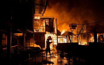 Incendio en barrio de Manila destruye casas de tres mil familias