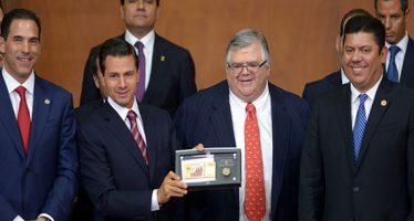 Peña Nieto pide a Carstens que posponga su salida de Banxico hasta el 30 de noviembre