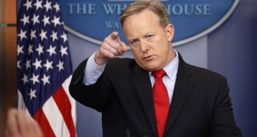 Trump espera que Rusia devuelva Crimea, dice secretario de Prensa de la Casa Blanca