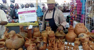 Inauguran en el Zócalo la Primera Feria Consume Local; productos hechos en la CDMX