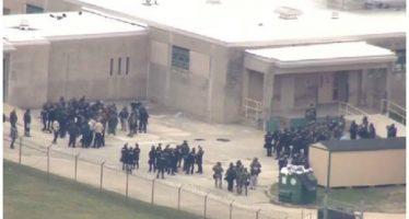 Reclusos se amotinan y toman rehenes en cárcel de Delaware, EU