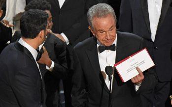 Empresa Pricewaterhouse reconoce error al traspapelar sobres de premios del Oscar