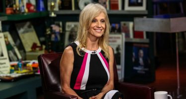 Disciplinar a Kelly Conway, piden en la Casa Blanca por recomendar comprar ropa de Ivanka