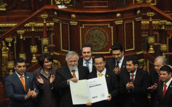 Mesa Directiva del Constituyente entrega la Constitución de la CDMX a la ALDF