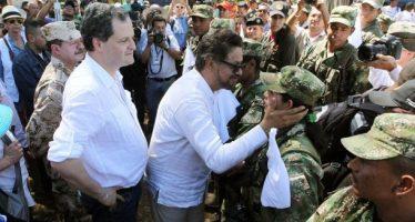 Proclaman fin a 52 años de conflicto armado entre gobierno colombiano y las FARC