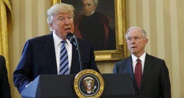 Habrá nuevas medidas de seguridad, anuncia Trump tras detención de su veto migratorio
