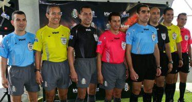 Cada árbitro central gana 38 mil pesos por partido en la Liga MX