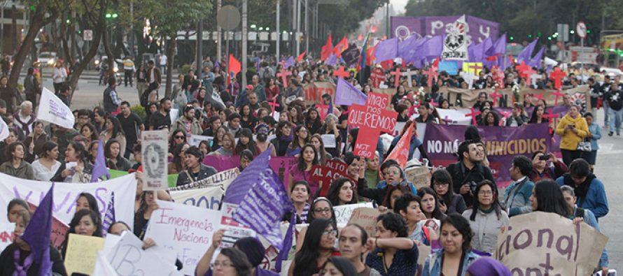Mujeres de todas las edades, actividades, extracción social, marcharon sobre Reforma