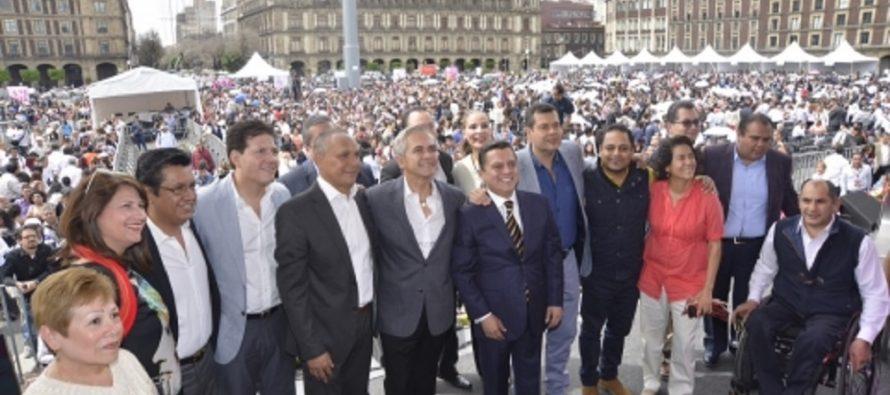 Esperan romper récord de boda colectiva en el Zócalo de la CDMX, este sábado