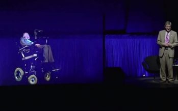 Stephen Hawking da conferencia en Hong Kong mediante imagen de holograma