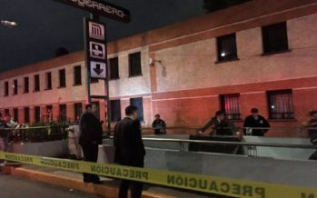 Hallan a hombre ahorcado en las escaleras del Metro Guerrero