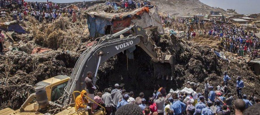Aumenta a 113 el número de muertos por derrumbe de cerro de basura en Etiopía